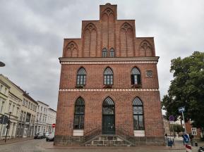 Rathaus am Alter Markt, Stirnseite