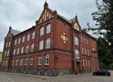 Volksschulhaus von 1892, heute: Fritz-Reuter-Schule
