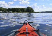 Ich paddele einmal rund um die Südeostseite der Insel bis zum Damm