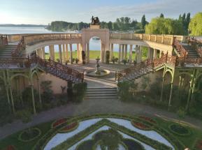 Die Orangerie unterhalb des Schlosses