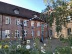 Kunst vor dem Schleswig-Holstein-Haus, dem Kulturforum der Landeshauptstadt Schwerin