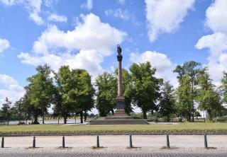 Siegessäule vor dem Schloss Schwerin
