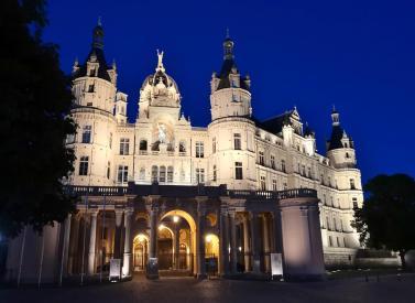 Schloss Schwerin bei Nacht