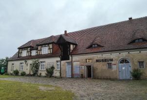 Frühere Wirtschaftsgebäude in der Vorburg, heute Sitz des Burgmuseums
