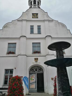 Das historische Rathaus am Markt von 1724
