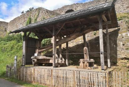 Historische Mostpresse am Ortsrand von Blankenberg