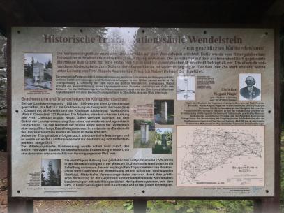 Infotafel am Wendelstein, einem historischen Triangulationspunkt bei der erstmaligen exakten Vermessung von Sachsen