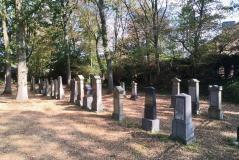 Alter, wiederhergestellter jüdischer Friedhof