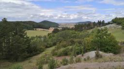 Blick beim Aufstieg zur Wachsenburg hinunter ins Gleichental