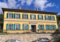 Prächtige Villa unterhalb des Schlossbergs