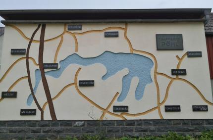 Orte am See auf einer Hauswand in Altensalz