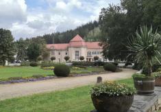 Blick vom Königlichen Kurhaus zum Albert-Bad