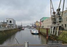 Im Neusser Hafen unterhalb des Münsters