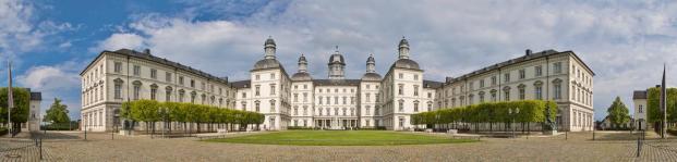 Panoramabild von Schloss Bensberg (Foto CEphoto, Uwe Aranas| http://commons.wikimedia.org | Lizenz: CC BY-SA 3.0 DE)