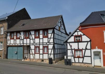 Schöner Hof an der alten Hauptstraße von Satzvey