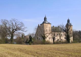 Wasserschloss Burg Veynau am Rande des Billiger Walds