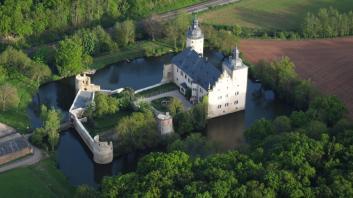 Luftbild von Burg Veynau (Foto Wolkenkratzer   http://commons.wikimedia.org   Lizenz: CC BY-SA 3.0 DE)