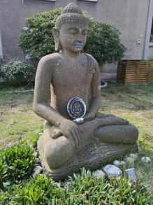 Buddhafigur in einem Vorgarten in Styrum