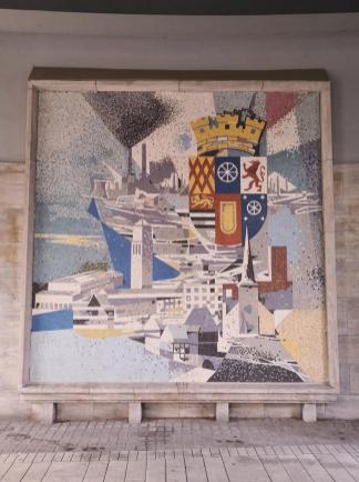 Mosaik mit Stadtwappen am Rathaus