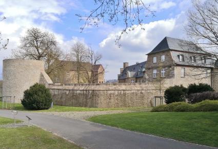 Blick auf das Schloss vom Gelände der ehemaligen Landesgartenschau