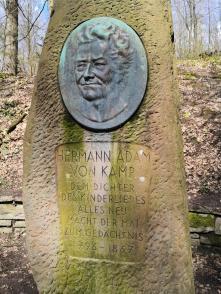 """Denkmal an den Schöpfer des Gedichts """"Der Mai ist gekommen"""" im Witthausbusch"""