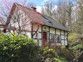 Schönes Fachwerkhaus oberhalb des Rumbachs