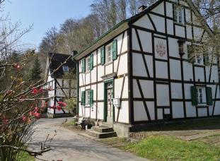 Häuser an der Steiner Mühle kurz vor Odenthal
