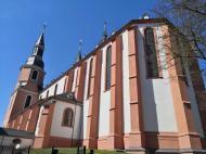 Seitenansicht auf den Chor der Basilika