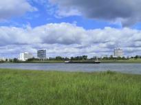 Blick auf die andere Rheinseite nach D-Heerdt