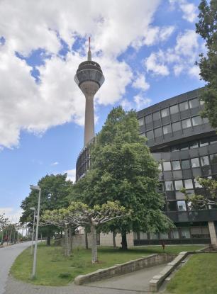 Am Landtag NRW