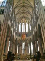 Die Strahlenkranzmodonna über dem Altar