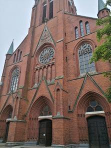 Portal der 1903 backsteinsichtig im neugotischen Stil errichteten katholische St.-Marien-Kirche