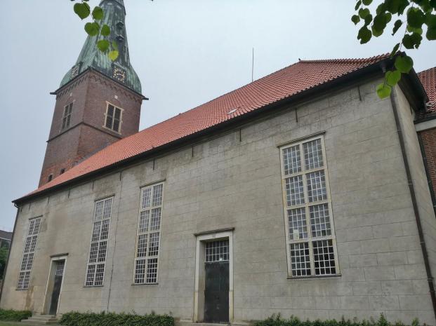 """Evangelische Stadtkirche """"Zur Heiligen Dreifaltigkeit """"mit der Gruft der ehemaligen Grafen von Delmenhorst"""