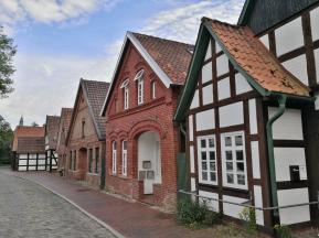 Historische Häuserzeile an der Lohne