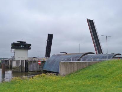 Kalppbrücke am Hunte-Sperrwerk