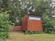 Hier können Besucher die Lautsträrke und Reichweite zeitgenössisicher Signalhörner testen