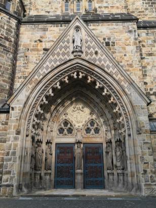 Eingangsportal der St. Laurentuis Kirche