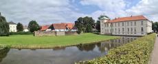 Panoramabild von Schloss Westerholt mit der angrenzenden Freiheit Westerholt