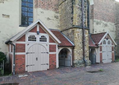 Anbauten an die Kirche