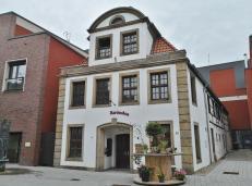 """Das Brönchen, 1767 als Hotel und Gasthaus """"Zum Weißen Roß"""" errichtet, heute ein Restaurant"""