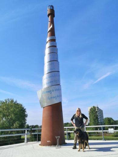 Stele zu Ehren von Ede Staal, einem lokal bekannten Mundartdichter und Sänger