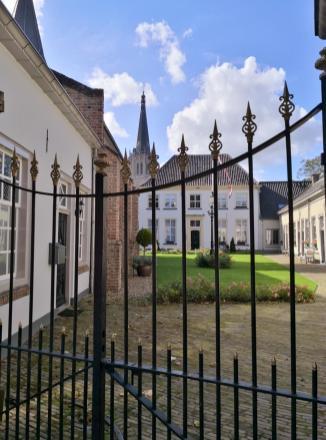 Hof hinter der Gasthuiskerk, heute ein Altenheim