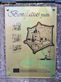 Infotafel an der Bonifatius-Route durch die Stadt