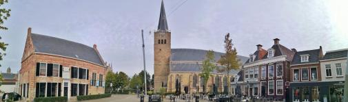 Panoramabild vom Marktplatz vor der Martinikerk