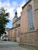 Seitlicher Blick auf die Andreaskirche