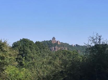 Blick zurück zur Burg Nideggen beim Aufstieg auf die Rurhöhen bei Schmidt