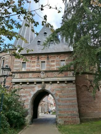 Hostorisches Stadttor Cellebroederspoort, Landseite