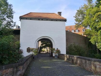 """Zufahrt zur """"Kellnerei"""", der ehemaligen Burg Angermund"""