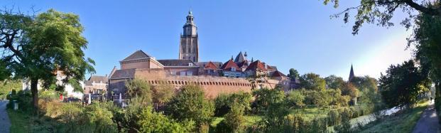 Panoramabild von der Stadtmauer am Martinetsingel mit dem Turm der St.-Walburgiskirche im Hintergrund