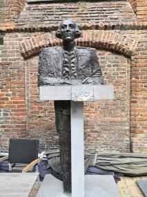 Denkmal für Jan Derk van der Capellen vor der entweihten Bethlehemkirche